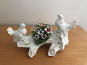 VINTAGE CAPODIMONTE PORCELAIN DOVES ON A BRANCH FIGURINE MADE IN ITALY