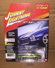 JOHNNY WHITE LIGHTNING 2017 CLASSIC GOLD 1970 CHEVY CAMARO RS/SS