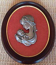 Mère et son enfant bas Relief en Etain Ciselé main Cadre Bois doré