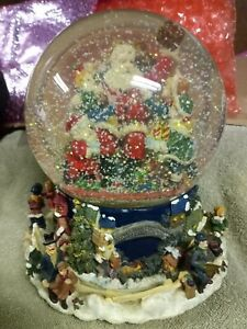 """""""Santa Claus Is Coming to Town"""" Large Musical Snow Globe w/ Rotating Base Rare"""