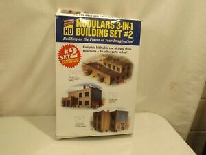 HO Walthers Cornerstone 933-3752  3 in 1 building set #2 in original box.