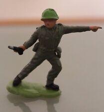 Soldat PLASTIQUE  socle métal BRITAINS  au combat