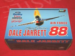 DALE JARRETT 2000 REVELL COLLECTION 1:24 AIR FORCE BANK SET 1/1008 (VN36)