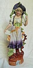 """Biscuit figurine """" jeune fille au chapeau """""""