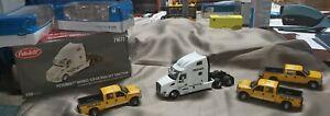 MEDIACO/Custom (2) Ford F250 Crew Cab/Yellow & Frtliner Sleeper Cab/White 1/50
