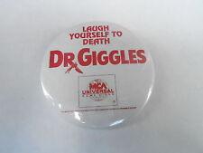 VINTAGE PROMO PINBACK BUTTON #83-174 - MOVIE - DR GIGGLES - MCA UNIVERSAL