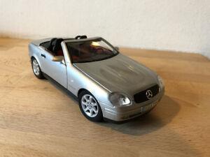 Mercedes Benz SLK 230 Maisto Scala 1/18