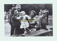 mm132 - young Queen Elizabeth & family group - Royalty photo 6x4