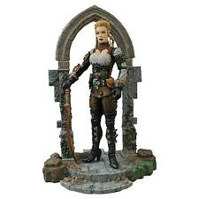 Diamond Select Lucy Westenra Universal Monsters Action Figure
