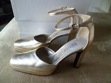 ICONIC VINTAGE GUCCI Gold Platform TOM FORD Shoes 38c.