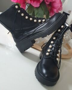 Womens Brand New Stradivarius Boots Woth Pearl Detailing Size Uk 4