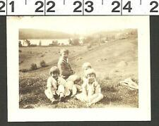VINTAGE OLD B&W PHOTO 4 CUTE KIDS ON GRASSY HILLSIDE BY LAKE HOUSE #2846