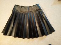 H&M BLACK Faux Leather PU Skater Pleated MINI SKIRT uk6eu32u2 Waist w22ins w56cm