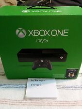 Xbox One 1TB Console matte black w/controller, rechargeable battery, Halo steel