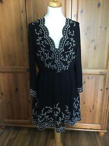 H&M Kleid schwarz Folklore Gr. 38