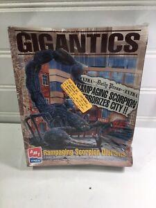 AMT GIGANTICS + RAMPAGING SCORPION DIORAMA  MODEL KIT # 8398    (NISB)
