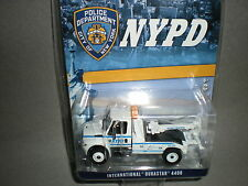 1/64th GreenLight NYPD International DuraStar 4400 Tow Truck White