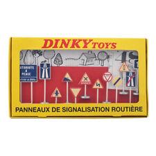 Dinky Toys No.593 Atlas 1:43 PANNEAUX DE SIGNALISATION ROUTIERE Car Model