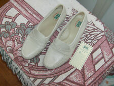 SAS Wink womens slip on shoe sz 9.5m Bone/Ivory color New (WORTH A LOOK.)
