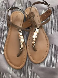NWOT! Simply Vera Sandals By Vera Wang Size 7 Brown, Jewels