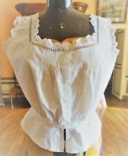 Cache corset ancien en coton ,broderie ,petits plis et dentelle