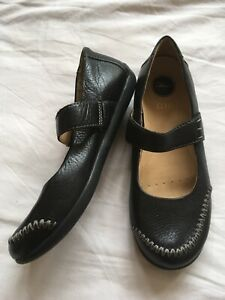 Clarks Black Leather Active Air Mary Jane Flat Round Toe Shoes Slip On Size 5 38