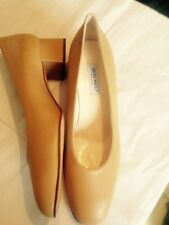 Bruno Magli Beige Court Shoes New Size 7 40.5