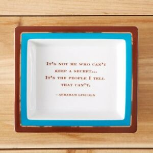 TWO'S COMPANY WISE SAYING DESK TRAY KEEP SECRET INSPIRATION QUOTE OFFICE DECOR