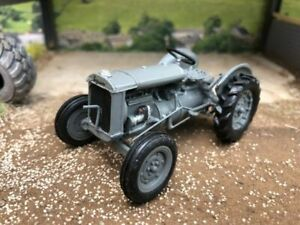 KIT FORM Browns models 1937 Ferguson Brown Model A Tractor Rubber Tyres 1:32