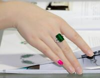 Noble Jewel Luxurious Emerald 925 Sterling Silver Ring
