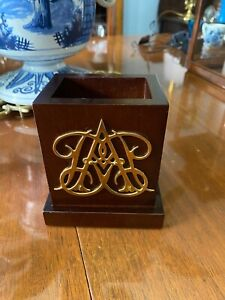Virginia Metalcrafters Williamsburg William & Mary Cipher Mahogany Pen Holder