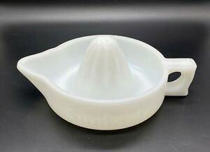 VINTAGE POUR LIKE A PITCHER-Sunkist White Glass 1 PC Reamer Juicer Squeezer