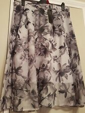 Gorgeous Ocasion Skirt In A Grey Floral Pattern. Size 16/18. New With Tag.