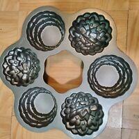 WILTON Cake Baking Cupcake PAN 6 Mini Flower Basket Pan Bakeware Non Stick NEW