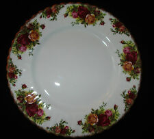 """ROYAL ALBERT BONE CHINA OLD COUNTRY ROSES 9 1/4"""" LUNCHEON PLATE HARD TO FIND"""