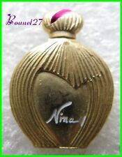 Pin's Badge Pin Parfum NINA RICCI couleur dorée #G3