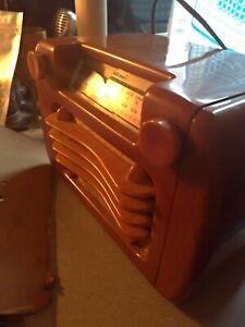 "VTG Sentinel ""Wavy Grill"" Catalin Radio / amber butterscotch Yellow 284 NI 1945"