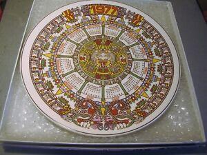 1977 WEDGWOOD CALENDAR PLAQUE WITH ITS ORIGINAL BOX