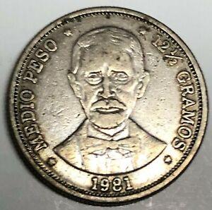 # C7600    DOMINICAN   REPUBLIC     COIN,    1/2  PESO   1981