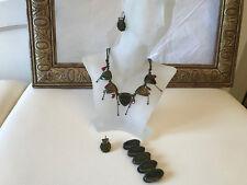 Belle parure IKITA collier + bracelet + boucles d'oreilles kaki et rouge