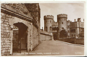 Berkshire Postcard - Old Gateway and The Norman Tower, Windsor Castle Ref TZ5978
