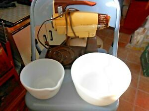 Vintage Sunbeam Vista Mixmaster 7-01-9C 225W Stand up mixer with beaters