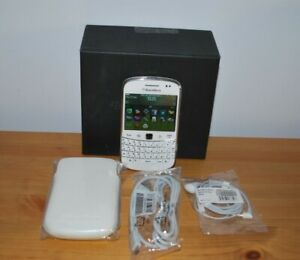 Blackberry Bold Touch 9900 White Unused.