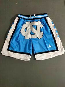 HOT North Carolina Vintage Men's Blue Pockets Basketball Shorts Size: S-XXL