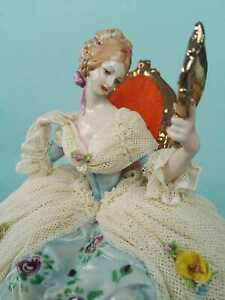 Capodimonte porcelain. Lady with mirror with porcelain lace. Rare.