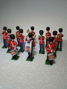 Britains Grenadiers Marching Band, 12 Plastic Figures