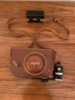 Vintage Argus C3 Range Finder 35mm Camera, Leather Case w/Flash & bulbs (w/case)