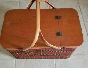 Vintage REDMON Red Plaid PICNIC BASKET With Pie Table Divider Metal Handles