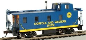 """HO Scale - Offset Cupola Caboose, """"Norfolk Western """"#562832 - BAC-14003"""