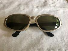 Elegante vintage Gianni Versace sunglasses lente verde struttura in metallo
